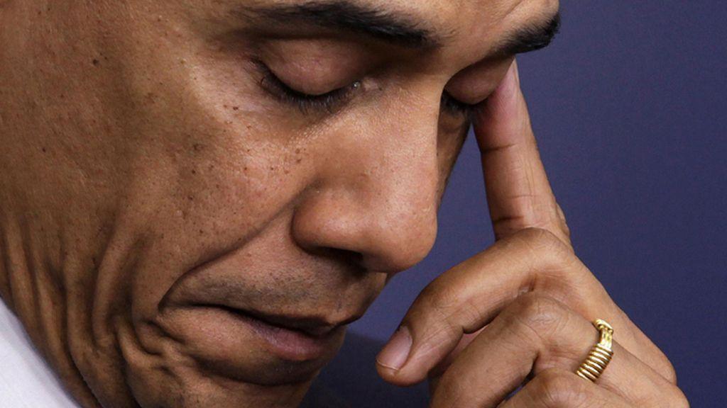 Obama se seca una lágrima al recordar a las víctima del tiroteo de Connecticut (EE.UU.)