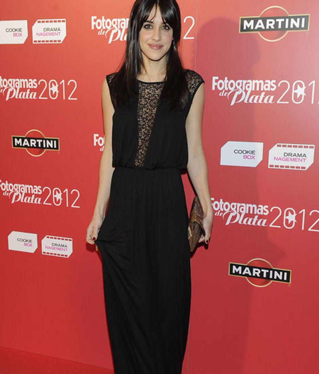 Macarena García, espectacular con un vestido largo y encaje en escote