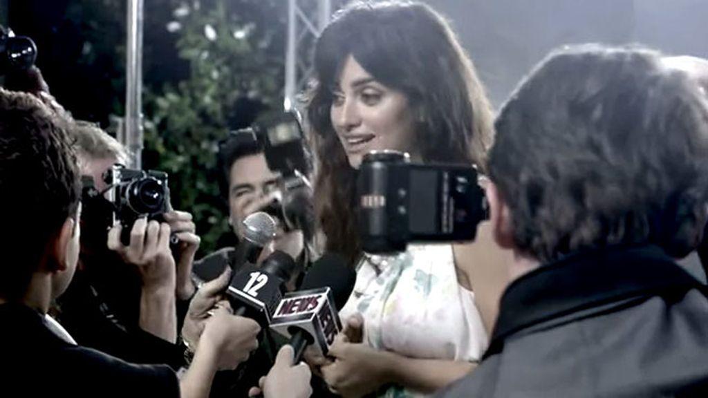 Cámaras y micros de periodistas que interceden en el plano