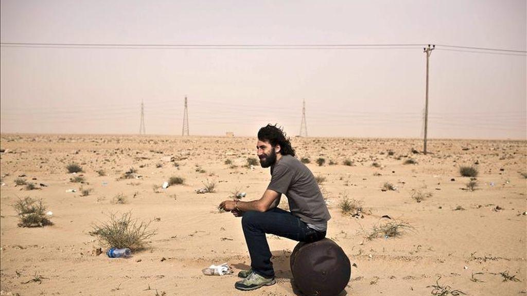 """Fotografía tomada el pasado 30 de marzo del fotógrafo español Manuel Varela de Seijas Bravo, conocido profesionalmente como """"Manu Brabo"""", desplazado para cubrir la guerra en Libia. EFE"""