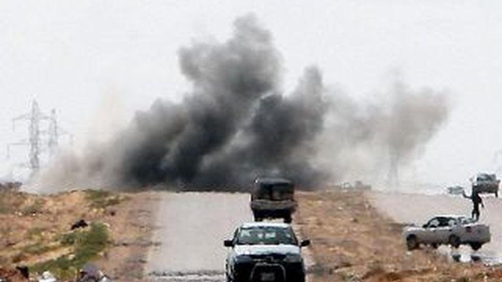 Un portavoz de los rebeldes ha explicado que los combates más violentos se han registrado cerca de una carretera. Vídeo: Informativos Telecinco.