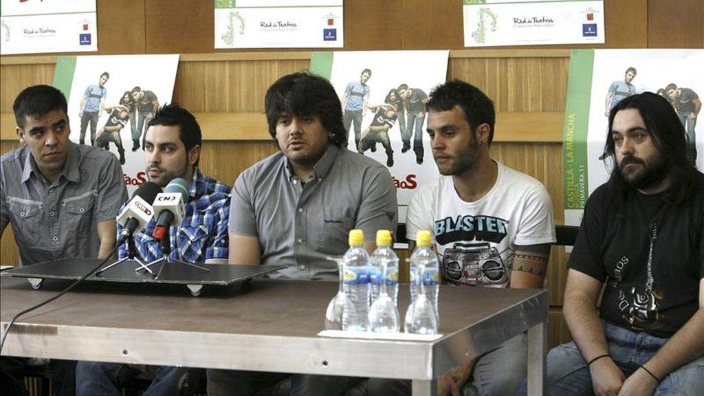 El grupo 'Despistaos' durante la rueda de prensa en la que presentaron su actuación en el Teatro Rojas que forma parte de la gira 'Cuando empieza lo mejor'. EFE