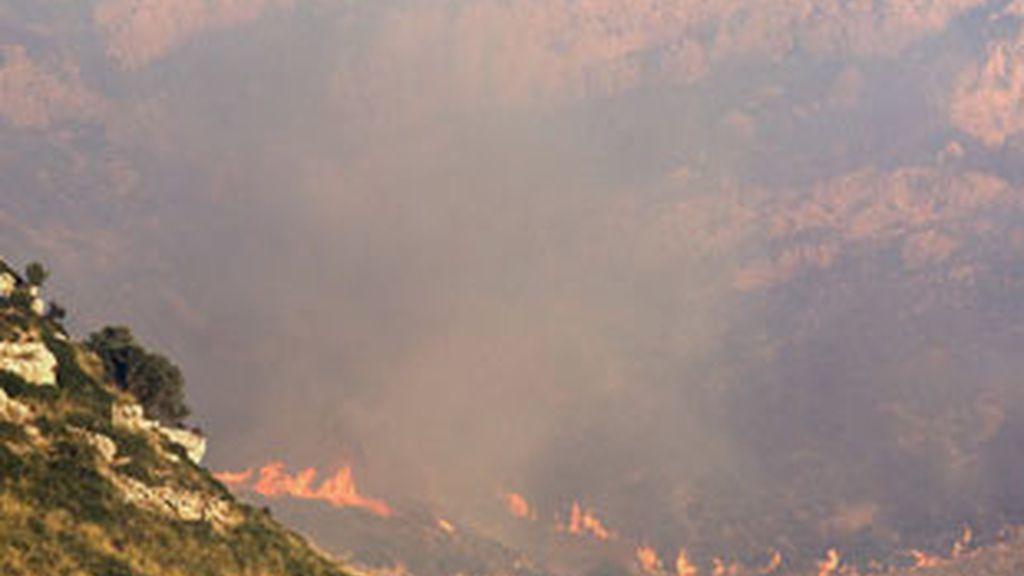 Los bomberos dan por estabilizado el incendio declarado en el municipio de Artà. Foto: EFE