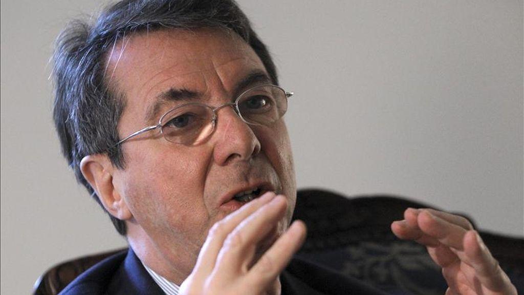 El intendente del Teatro Real, el belga Gérard Mortier, que ha firmado la primera de las seis temporadas que estará al frente del Real. durante la entrevista que ha concedido hoy a la Agencia Efe. EFE