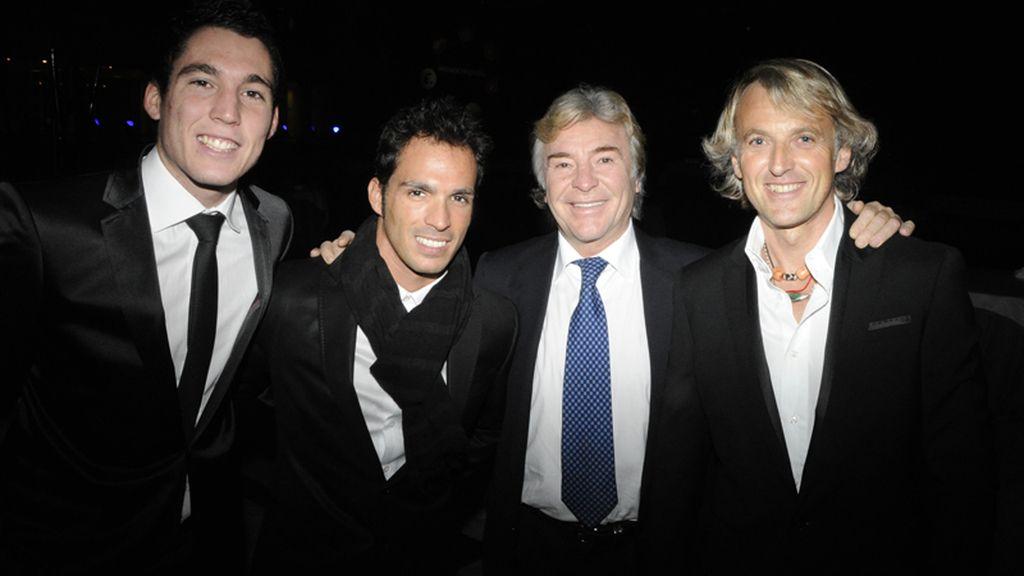 Aleix Espargaró, Toni Elias y Ángel Nieto acompañados de Jesús Calleja