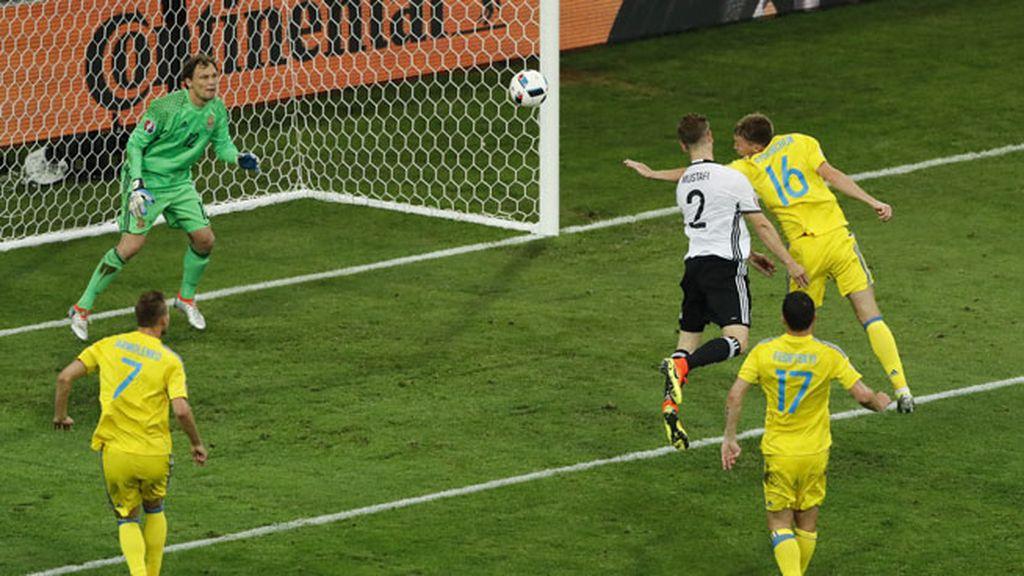 ¡Gol de Mustafi! Alemania se adelanta en el marcador con un cabezazo del central