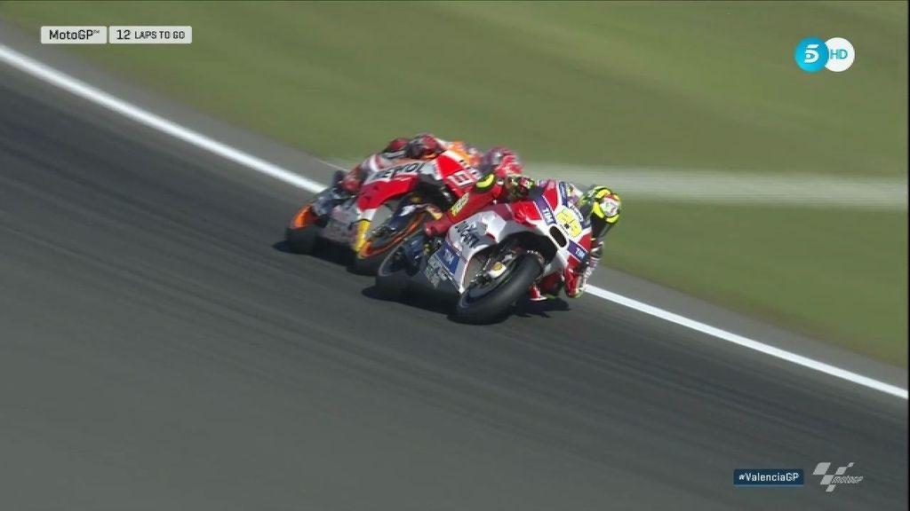 ¡Brutal! Márquez deja claro a Iannone quién es el campeón ¡Vaya pasadas!