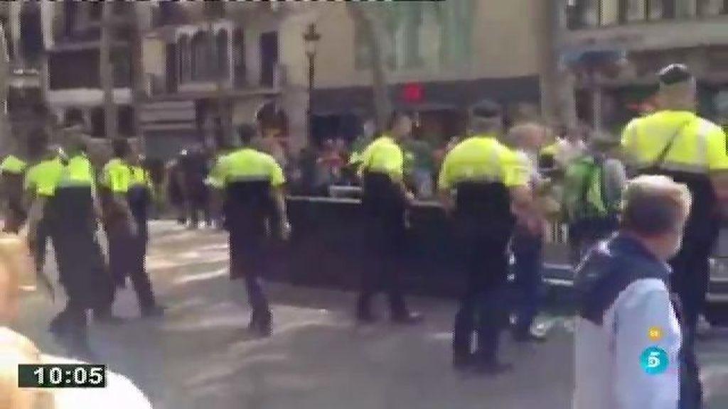 Batalla entre manteros y policías en Barcelona