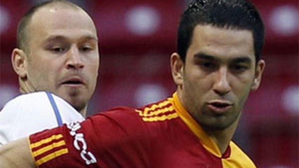 Turan en una partido con el Galatasaray. Foto: Reuters