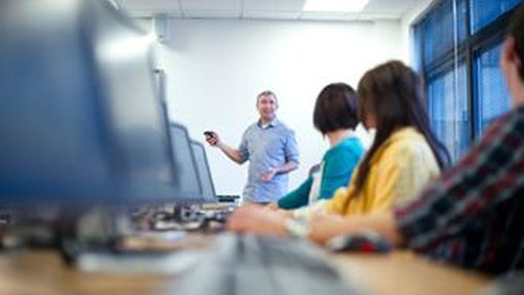 La normativa busca evitar posibles relaciones inapropiadas entre profesores y alumnos. Foto archivo