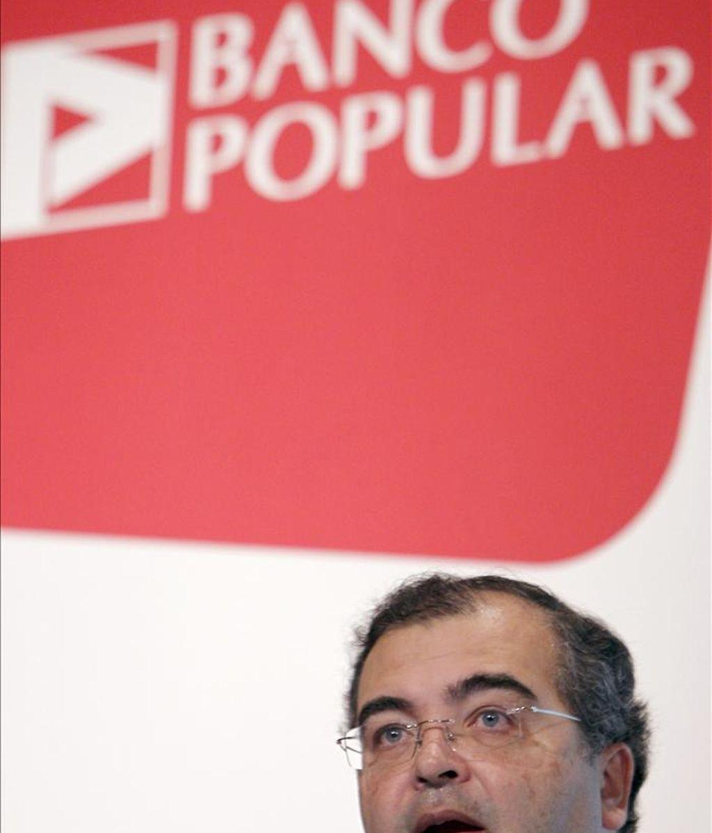 El presidente del Banco Popular, Ángel Ron, durante la presentación hoy de los resultados logrados en 2010 por el banco, que se redujeron el 23 % en tasa interanual y quedaron en 590 millones de euros tras las fuertes dotaciones a provisiones realizadas. EFE