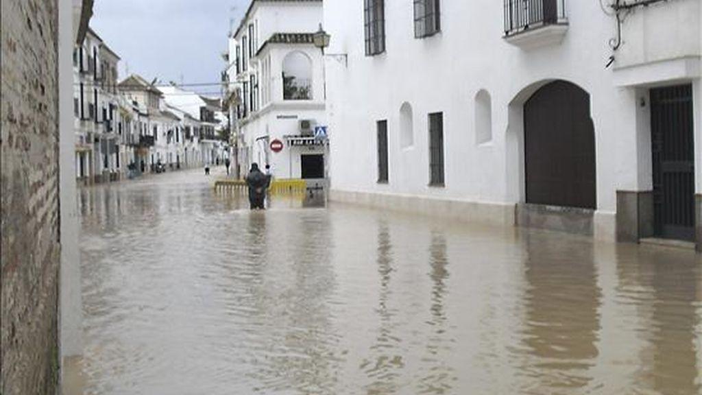 El barrio de Puerta Osuna en la localidad de Écija (Sevilla) , anegada por el agua. EFE/Archivo