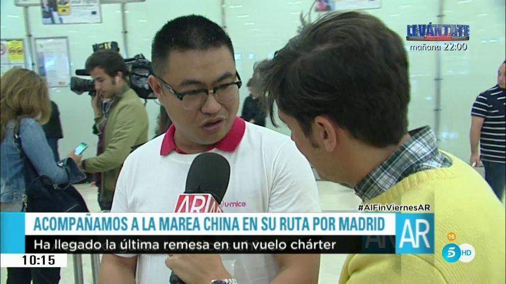 Pancartas y actuación flamenca: así están son recibidos los turistas chinos en España