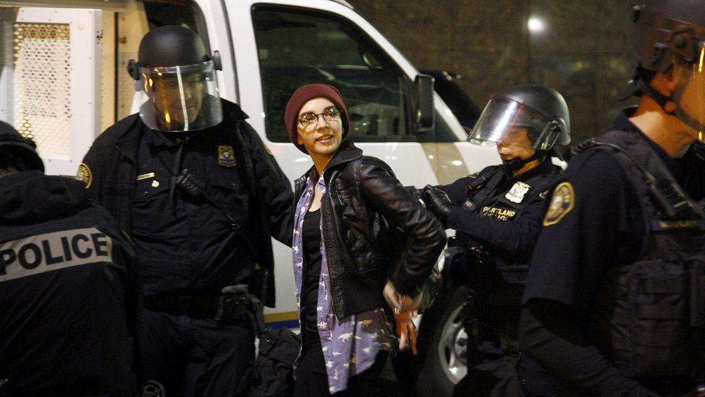 Disturbios en la segunda noche de protestas contra Trump