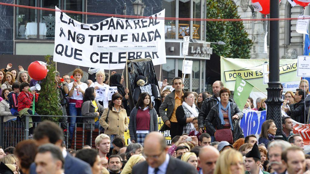 Protestas en Oviedo contra los recortes en los prolegómenos de la entrega de los Premios Príncipe de Asturias 2012