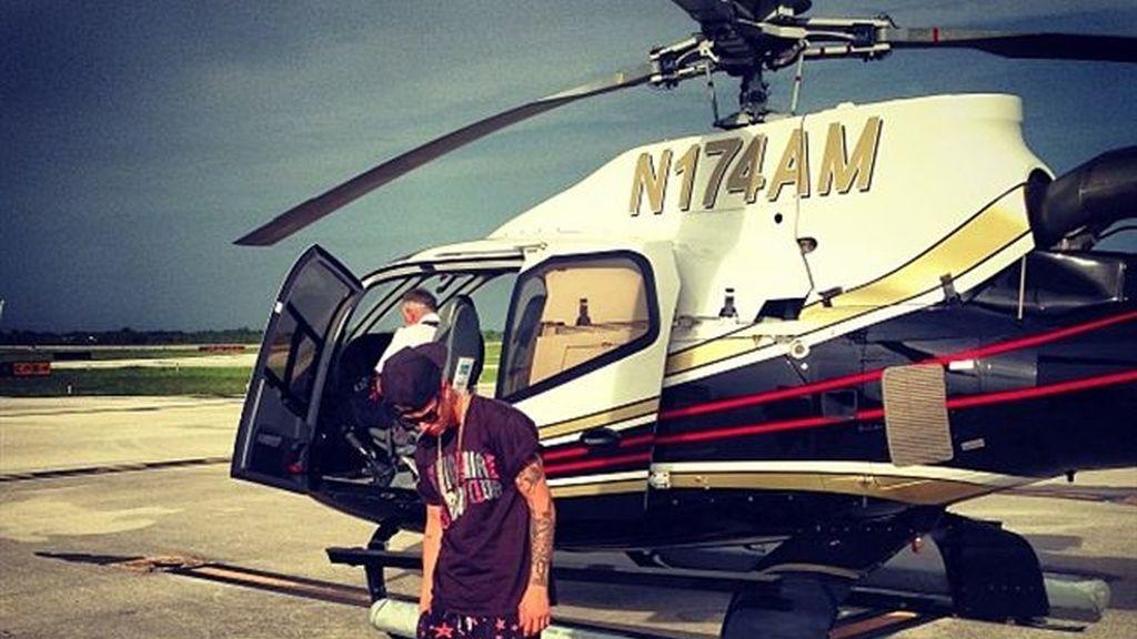 Justin Bieber retrasa un avión ocho horas por buscar a su excéntrico mono