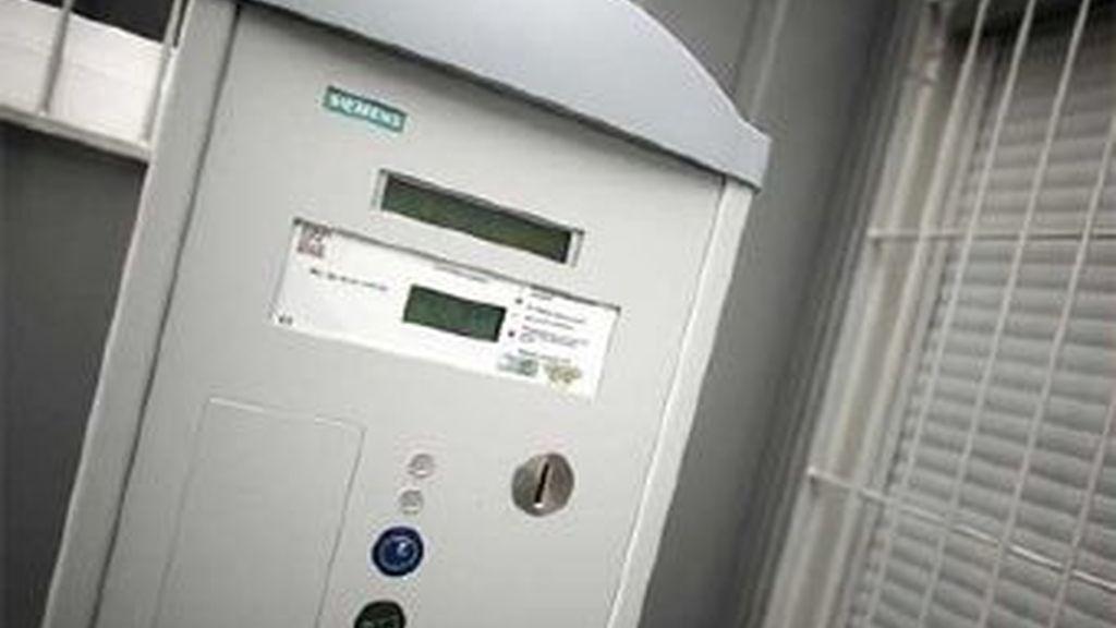 La máquina en la que tendrán que abonar sus impuestos las prostitutas e la ciudad alemana de Bonn. Foto EFE