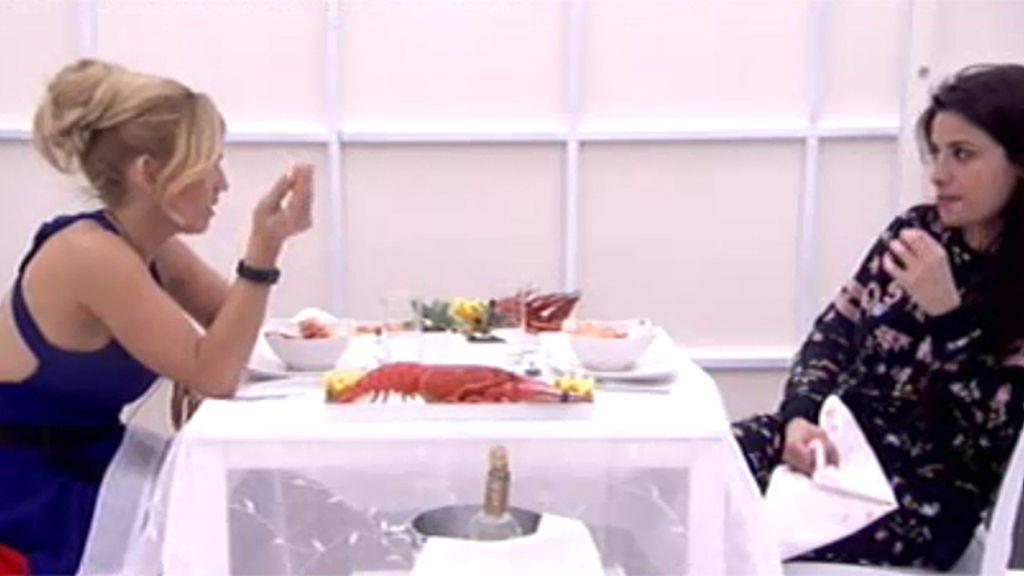 Ares y Chari disfrutan de una cena con langosta muertas de risa en el cubo