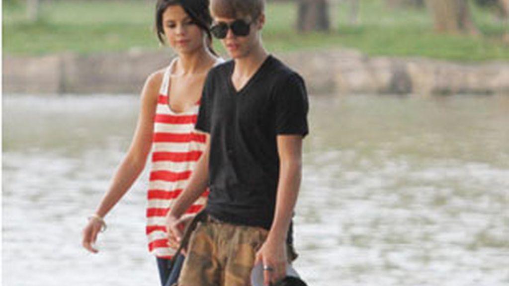 Justin Bieber y Selena Gómez, paseo romántico por Toronto. Foto: Gtres