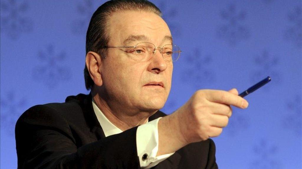 El presidente del banco suizo UBS, Oswald Grüber, da una rueda de prensa para anunciar los resultados obtenidos en el cuarto trimestre del 2010 en Zúrich (Suiza). EFE/Archivo