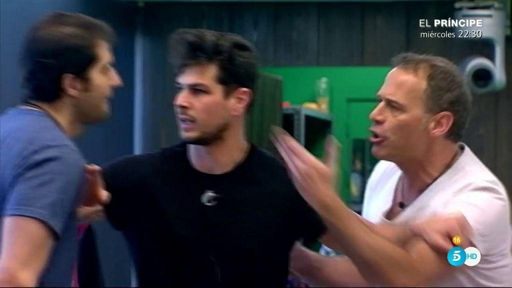 """Carlos, en su fuerte discusión con Julián: """"No te enterarás tú, que estás tarado"""""""