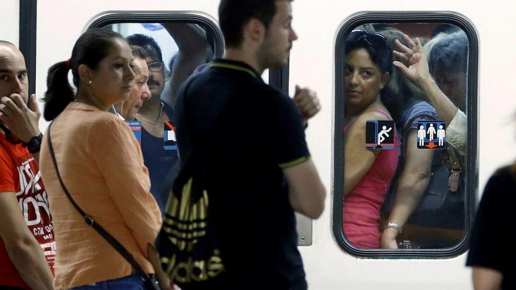 Aglomeraciones en el Metro de Madrid durante la segunda jornada de huelga