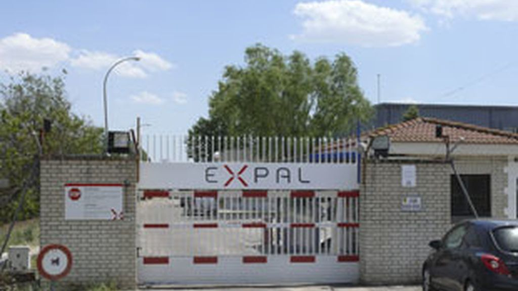 Vista de la entrada de la fábrica de armas de El Gordo. Foto: EFE.
