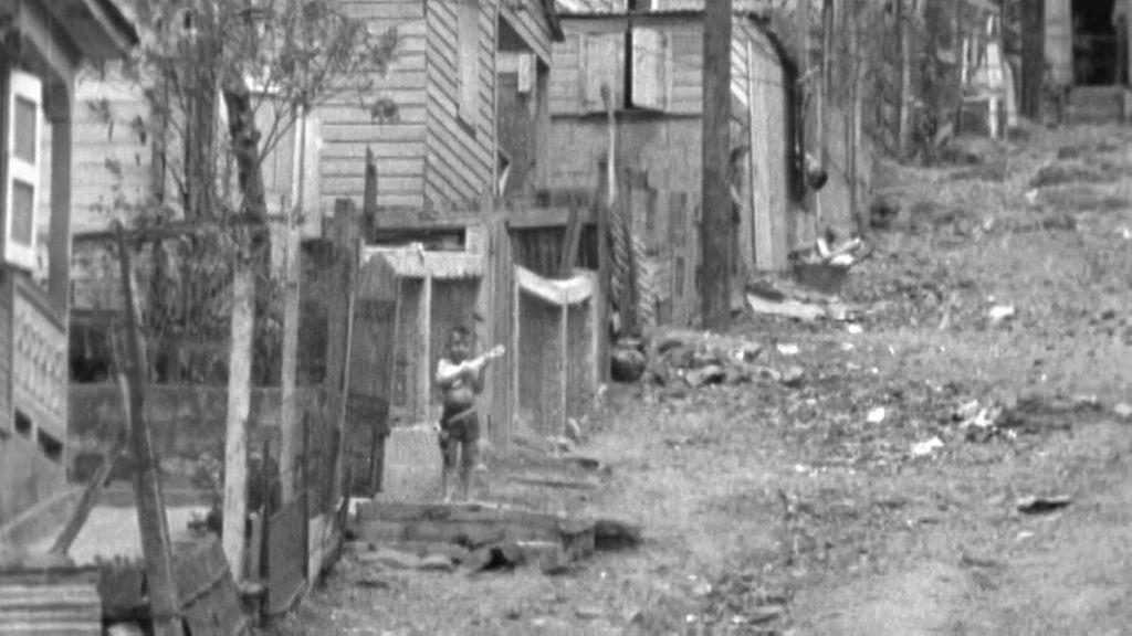 Mameyes, una barriada puertorriqueña atrapada por el lodo y los escombros