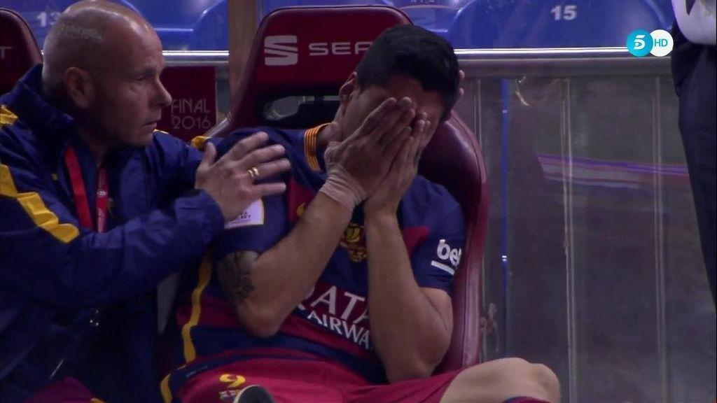 Luis Suárez se lesiona y rompe a llorar desconsolado en el banquillo tras su lesión