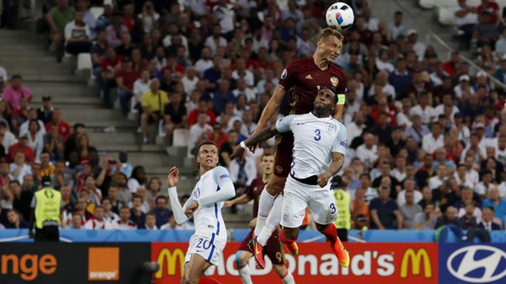 ¡Gol de Glushakov tras un gran cabezazo de Berezutski (1-1)!