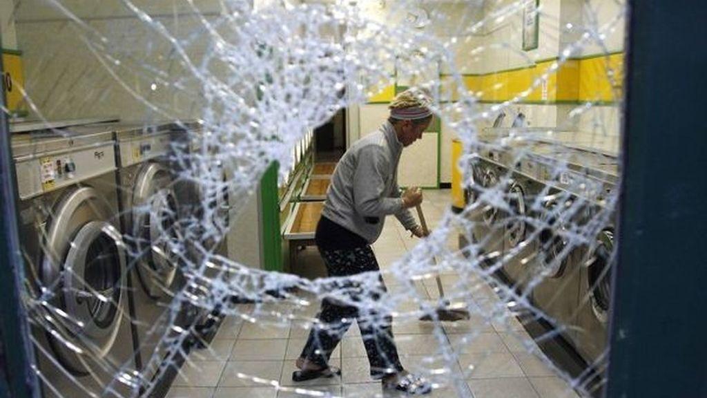 Limpieza tras los disturbios en Liverpool