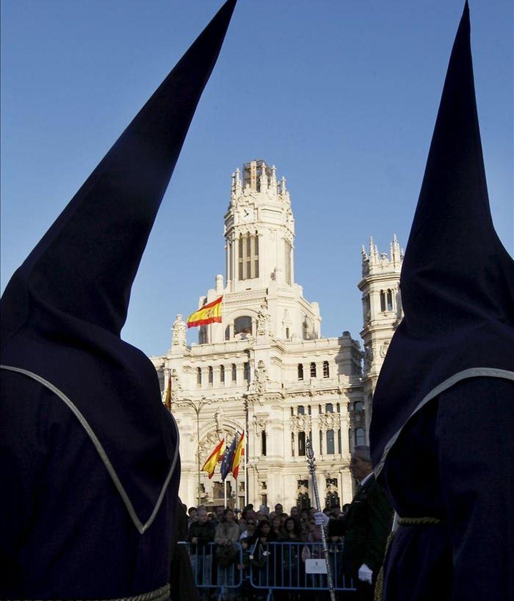 Un momento de la procesión de Jesús de Medinaceli a su paso por la plaza de Cibeles, en Madrid, el año pasado. EFE/Archivo