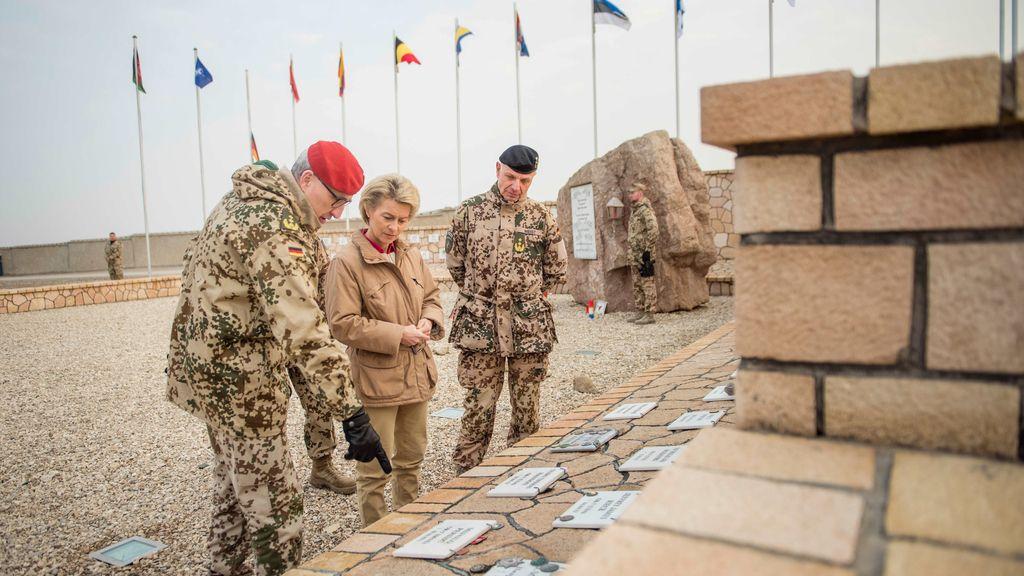 La ministra de Defensa alemana visita a las tropas en Afganistán