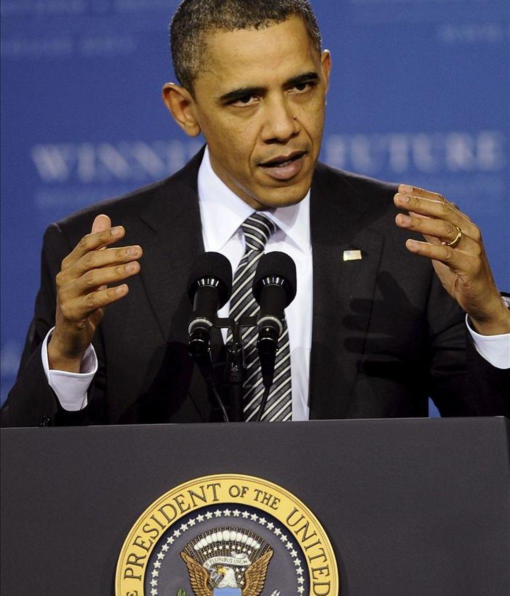 Fotografía de archivo tomada el 8 de marzo de 2011 que muestra al presidente estadounidense en un discurso durate su visita a la Academia TechBoston en Boston (Estados Unidos). EFE