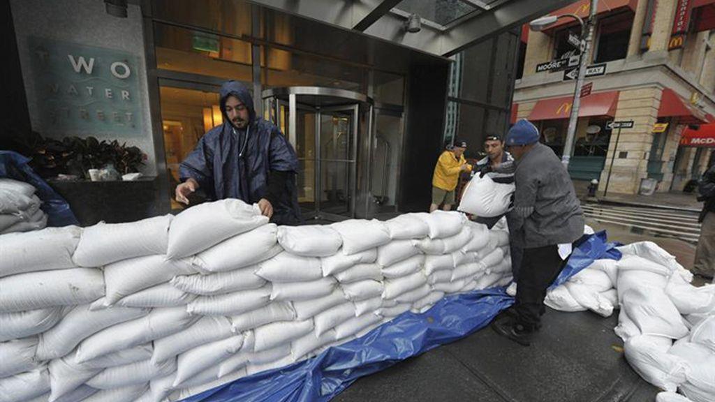 Sandy se hace fuerte frente a las costas de Nueva Jersey y Nueva York