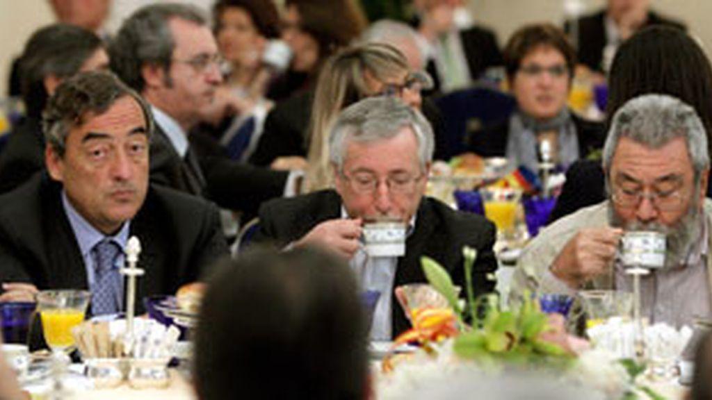El presidente de la CEOE, Juan Rosell,  y los secretarios generales de CCOO, Ignacio Fernández Toxo, y de UGT, Cándido Méndez. Foto: Archivo.