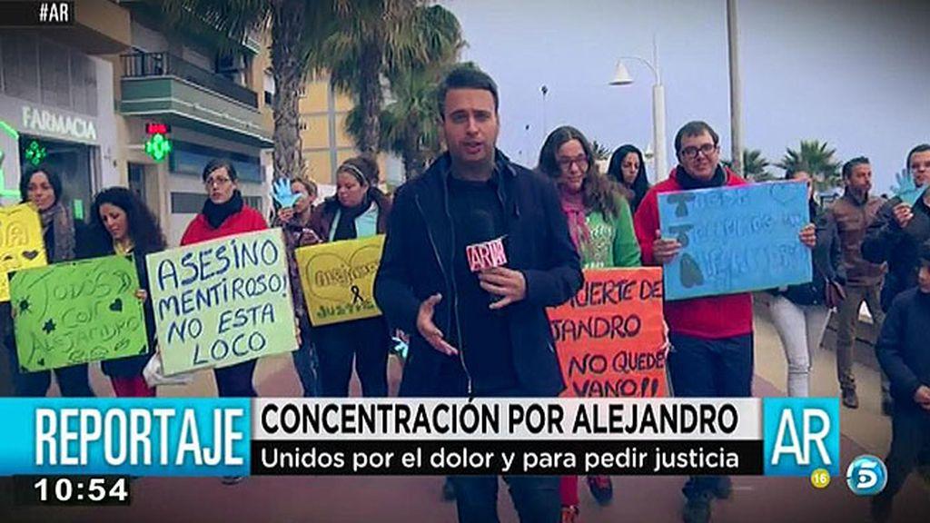Los vecinos del Rincón de la Victoria se concentran para pedir justicia para Alejandro