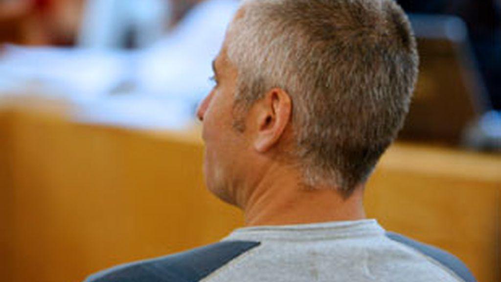 El ex jefe militar de ETA Javier García Gaztelu, 'Txapote', se ha negado a declarar en el juicio que se sigue en la Audiencia Nacional por el asesinato de dos guardias civiles en Sallent de Gállego (Huesca) el 20 de agosto de 2000. Vídeo: Informativos Telecinco.