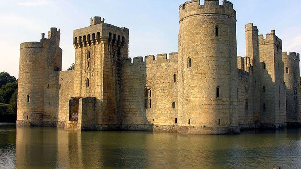 Castillo de Bodiam, en Inglaterra construido en 1385