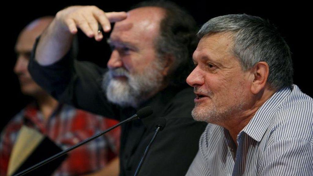 Los actores Rodolfo Ruiz (i) y Vicente Cuesta (d) durante una reunión que la Unión de Actores y la Comisión de Trabajo de la Asamblea de la Profesión mantuvieron en el Teatro María Guerrero. EFE/Archivo