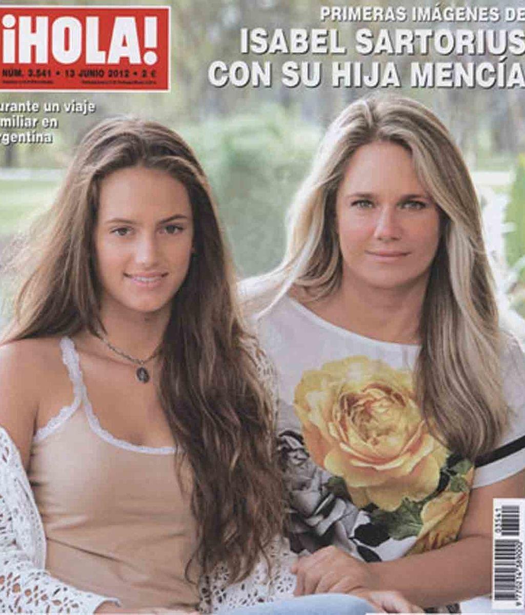 Isabel Sartorius posa con su hija Mencía