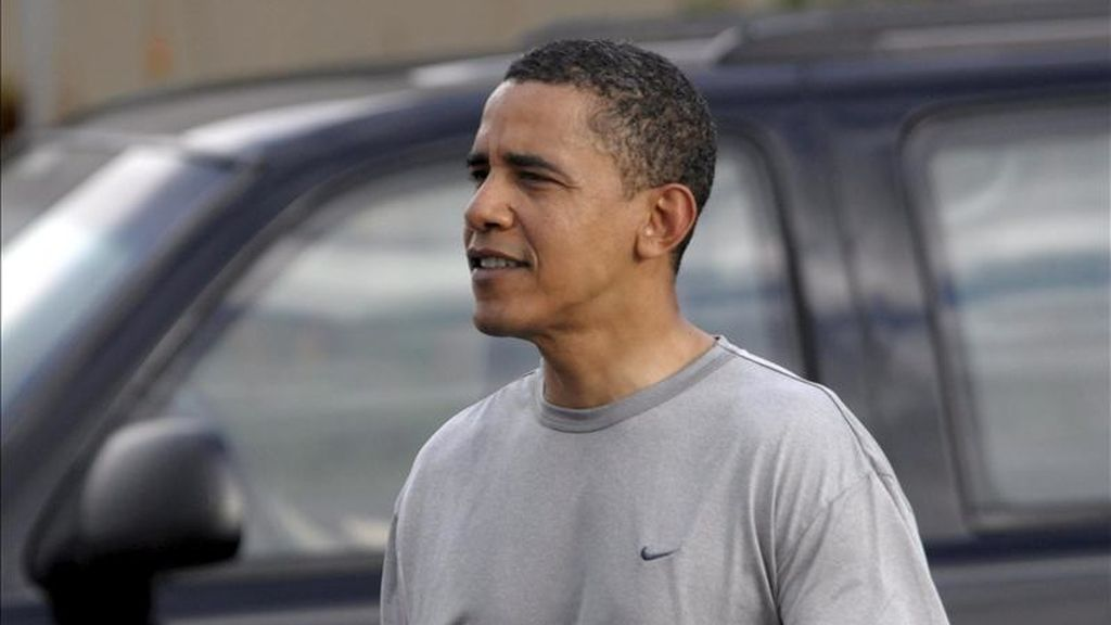 Fotografía de archivo del presidente de Estados Unidos, Barack Obama, fotografiado al salir del gimnasio Semper Fit en Kailua (Hawai). EFE/Archivo