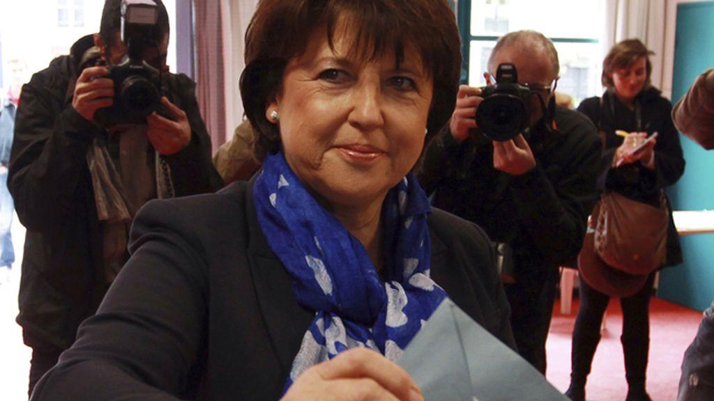 La socialista Martine Aubry vota en Lille