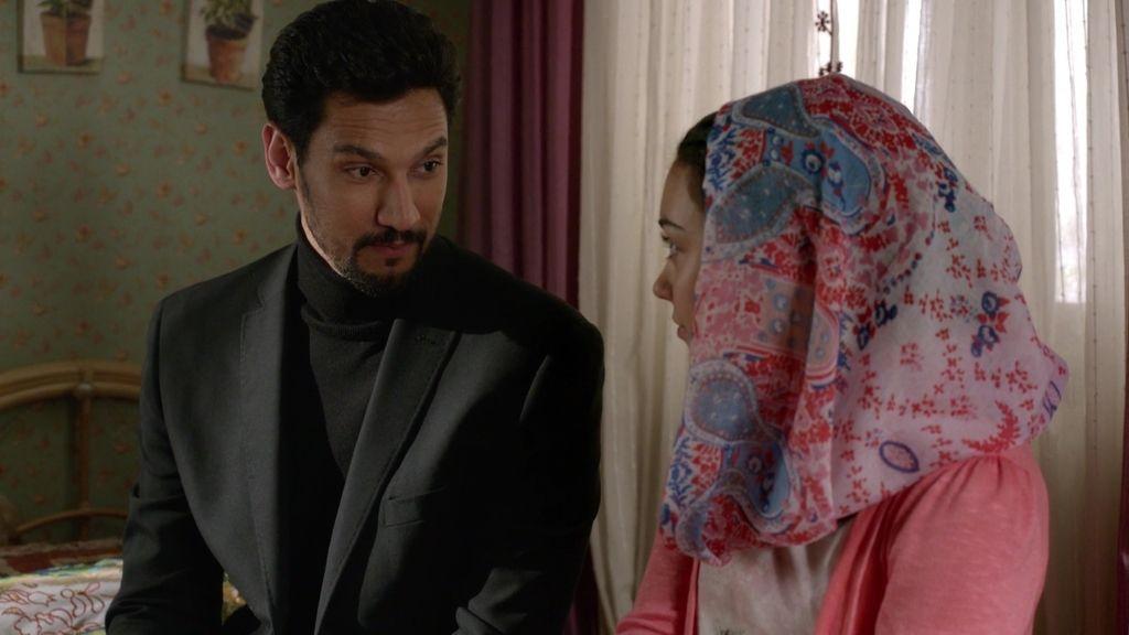 Khaled se gana la confianza de Nayat