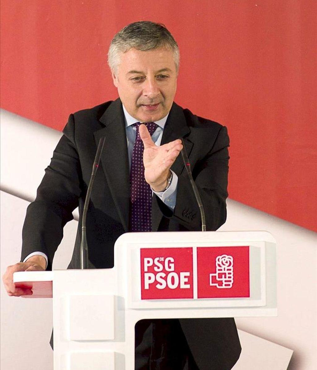 El vicesecretario del PSOE y ministro de Fomento, José Blanco, durante su intervención en un acto electoral en el municipio lucense de O Páramo. EFE