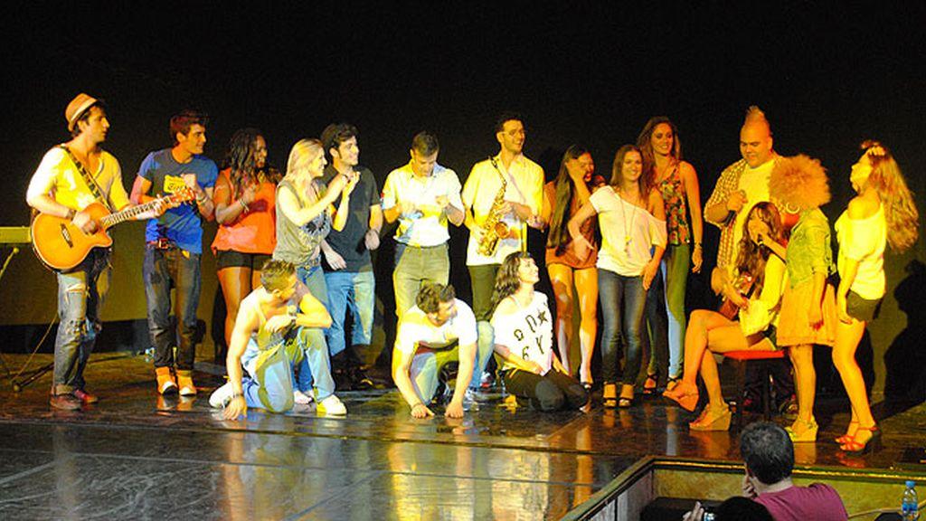 Cantan, bailan y ponen la música