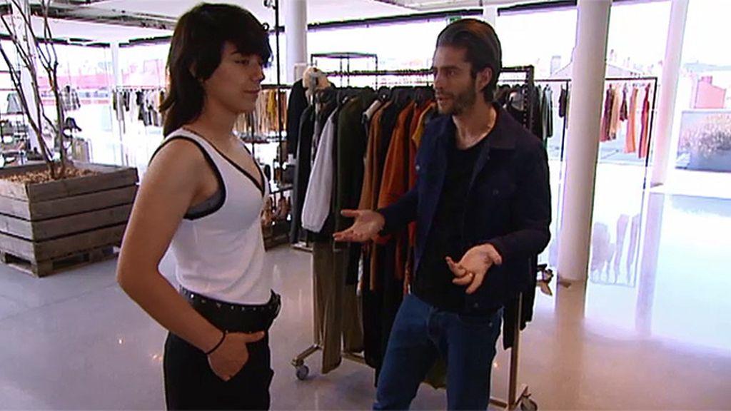 Mireia busca su estilo en un showroom