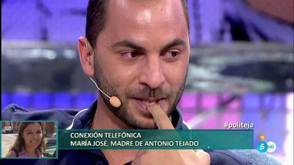 Antonio Tejado rompe a llorar con la llamada telefónica de su madre en 'Deluxe'