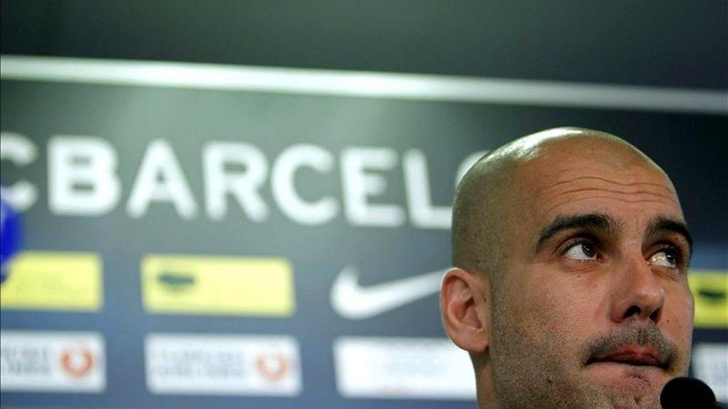 El entrenador del FC Barcelona, Josep Guardiola, durante la rueda de prensa posterior al entrenamiento realizado esta mañana por la plantilla azulgrana en el Camp Nou, donde han preparado la final de la Copa del Rey que disputarán ante el Real Madrid en el estadiod e Mestalla (Valencia). EFE