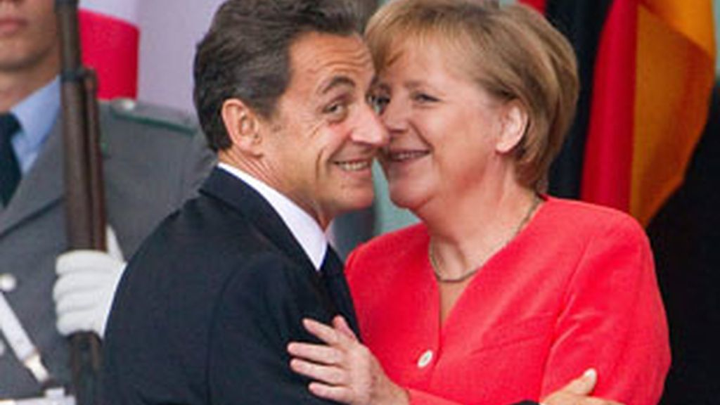 Nicolás Sarkozy y Angela Merkel se han reunido en Bruselas. FOTO: EFE